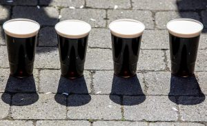 Salgın döneminde elde kalan Guinness marka biralarla Noel ağaçları gübrelenecek