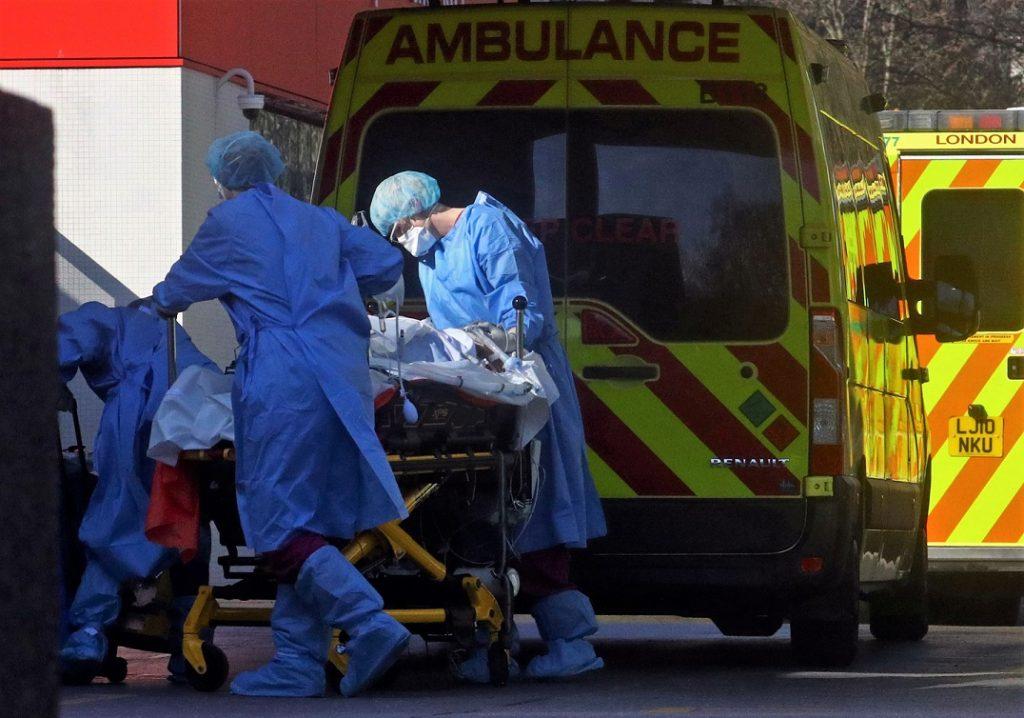 İngiltere'de Kovid-19 nedeniyle ölenlerin sayısı 45 bine yaklaştı