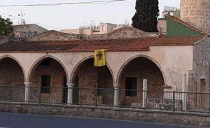 Kıbrıs Rum Kesimindeki Tuzla köyü camisine Bizans bayrağı asılmasına tepkiler