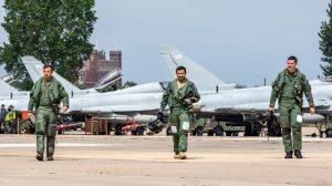 Katarlı pilotlar İngiltere'de eğitime başladı