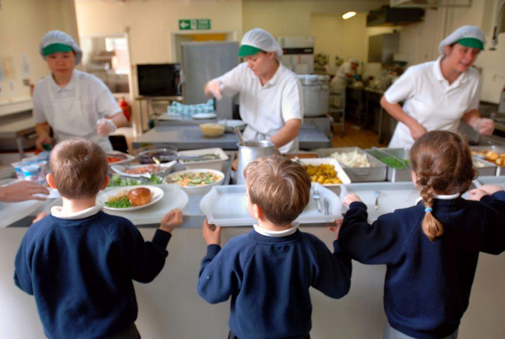İngiliz hükümeti yoksul çocuklara gıda yardımı konusunda geri adım attı