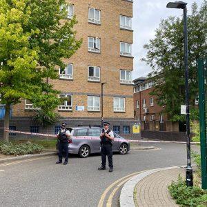 Londra'da bıçaklı saldırılar durmuyor: Genç adam öldürüldü