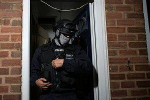 İngiltere'de organize suç operasyonu: 700'den fazla gözaltı
