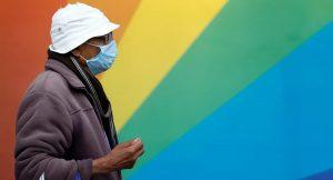 İngiltere'de defolu maskeler bakım evlerine ve pratisyen hekimlere dağıtılmış