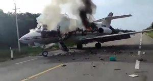 Uyuşturucu karteline ait özel jet otoyola acil iniş yaptı