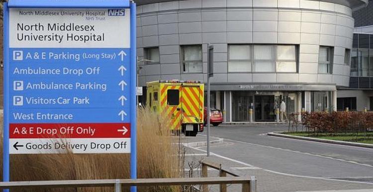 Londra'da koronavirüsü yenen Kıbrıslı alkışlarla taburcu oldu