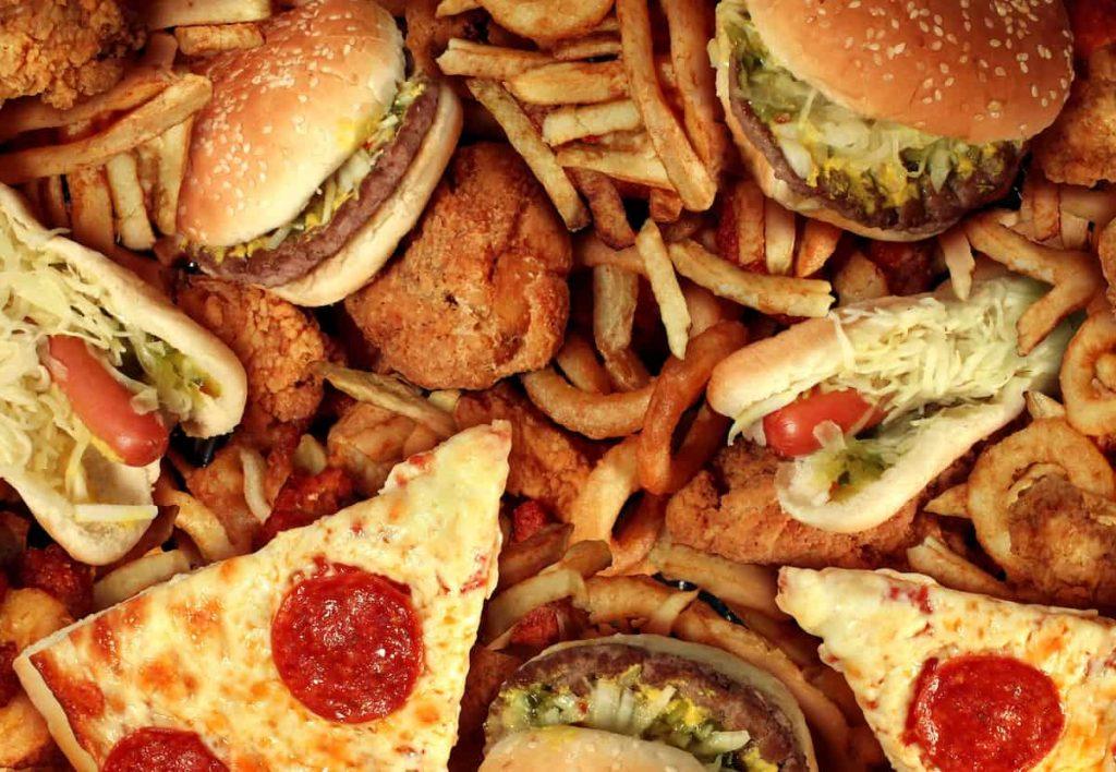 Uzmanlardan obezite uyarısı: Abur cubura tütün ürünleri gibi katı düzenlemeler getirilmeli