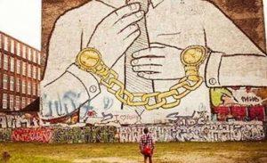 """İngiltere'de 100 binden fazla """"modern köle"""" var"""