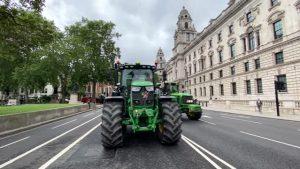 Londra'da çiftçilerden protesto