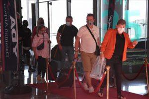 Muğla'ya giden İngiliz turistler, kırmızı halıyla karşılandı