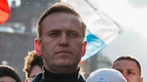 Rus doktorlar muhalif liderin tedavi için Almanya'ya 'götürülmesine izin vermedi'