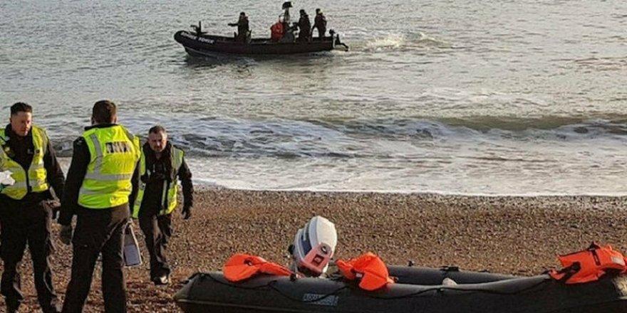 İngiltere'de bir göçmen sahile ulaştığı anda saldırıya uğradı