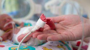 Koronavirüs bebeklerin 'prematüre' doğmasına sebep olabilir