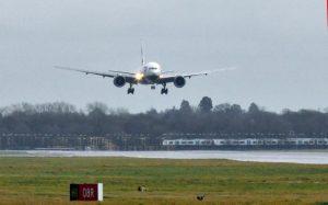 Türkiye'den Gatwick'e vardı, terör şüphesiyle havaalanı'nda tutuklandı