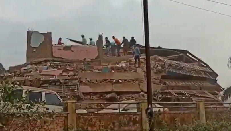 Hindistan'da bina çöktü: En az 90 kişi enkaz altında