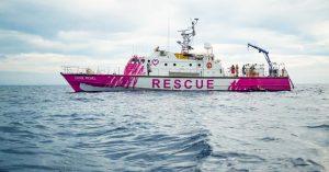 Banksy insani yardım gemisi satın aldı