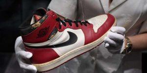 Michael Jordan'ın hazırlık maçında giydiği ayakkabı rekor fiyatla satıldı