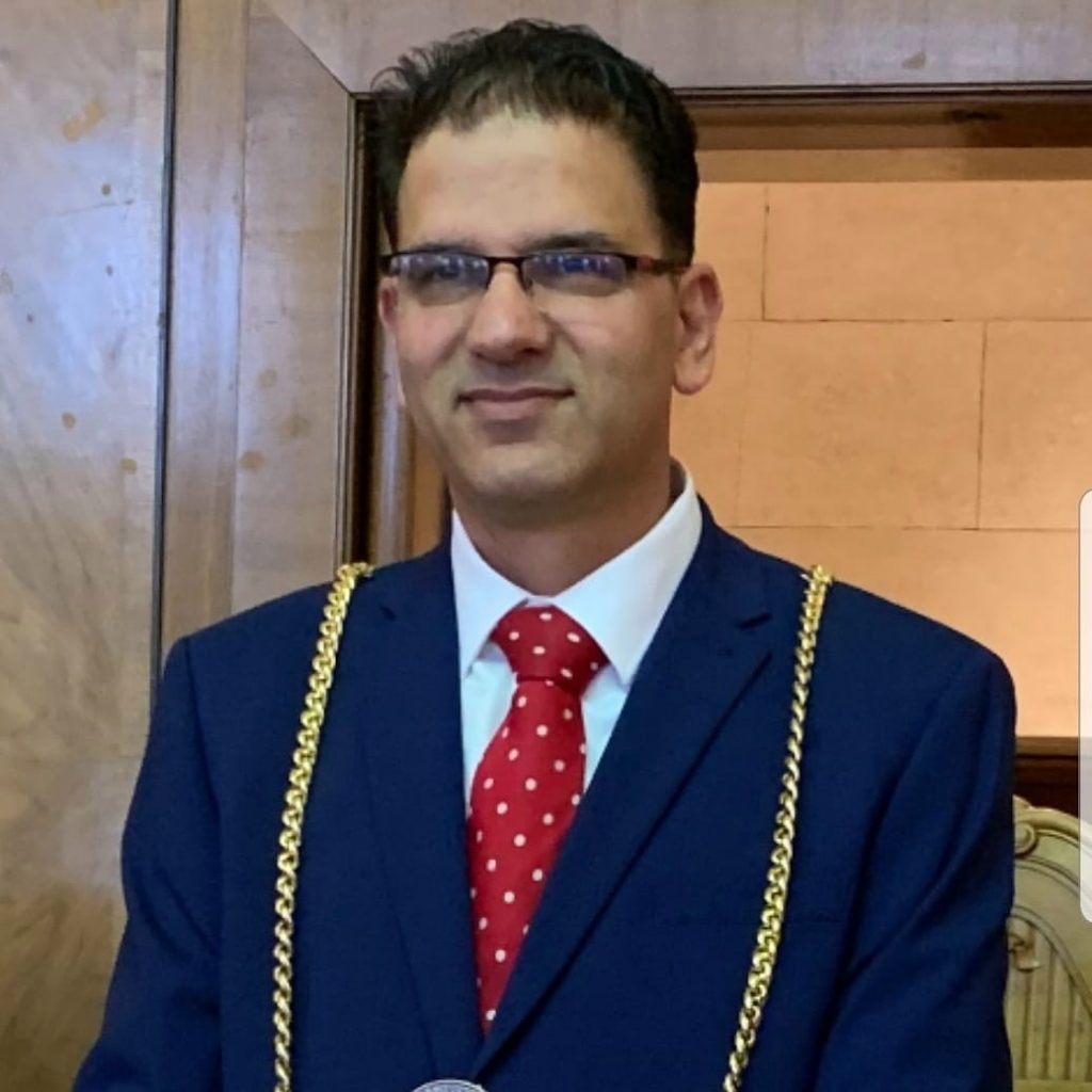 Koronavirüs önlemlerine uymayan belediye başkanı isitfa etti