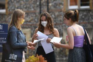 İngiltere'de A-Level sonuçların başarı oranı yüzde 36 düştü