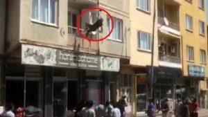 Balkondan atlayan kadın ölümden döndü