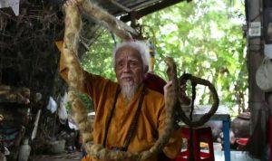 Beş metre saça sahip Vietnamlı adam dini inançları gereği 80 yıldır saçını yıkamıyor