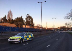 A406 North Circular: Bir kadın yüksekten düştü