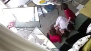 Beyrut'taki patlamaya 3 çocukla yakalanan bakıcının zor anları