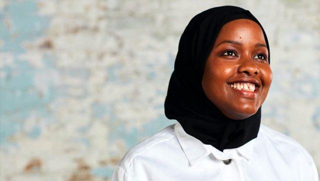 Somali'deki iç savaştan kaçan Roble, Premier Lig'in ilk Müslüman kadın hakemi olmayı hedefliyor
