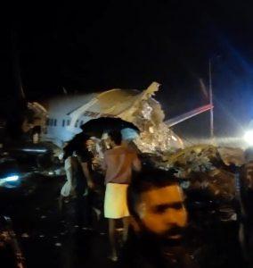 Hindistan Havayolları'na ait 190 yolculu uçak iniş sırasında düştü