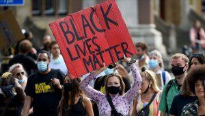 """İngiltere'de """"Siyahların hayatı önemlidir"""" gösterileriyle aşırı sağ daha da radikalleşti"""