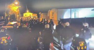 Polisten Orpington karavan parkına baskın: Onlarca tüfek, bıçak ve para ele geçirildi