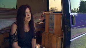 """İngiltere'de evsizlik krizi: """"59 yaşındayım, 4 torunum var, karavanda yaşamak dışında seçeneğim yok"""""""