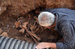 Atık su kanalı kazısında insan kemikleri bulundu