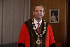 Çavuşoğlu, İngiltere'de belediye başkanı seçilen Özaydın'la telefonda görüştü