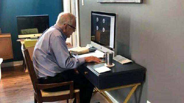 91 yaşındaki profesör uzaktan eğitim verdi