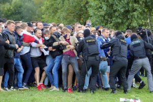 Belarus'taki protestolarda 400'ün üzerinde gözaltı