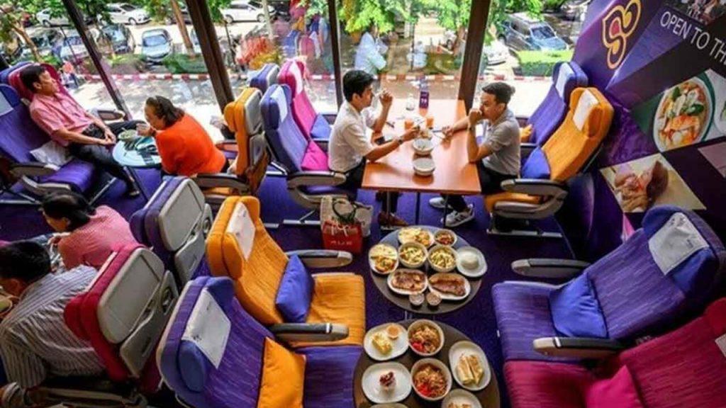 Tayland Hava Yolları uçakta yemek yemeyi özleyenler için genel merkezinde restoran açtı