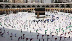 Suudi Arabistan umre ziyaretlerini yeniden başlatmaya hazırlanıyor
