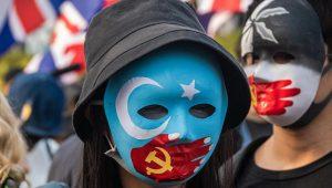 """İngiltere'de kamu mahkemesi Uygur Türklerine karşı """"soykırım"""" iddialarını inceleyecek"""