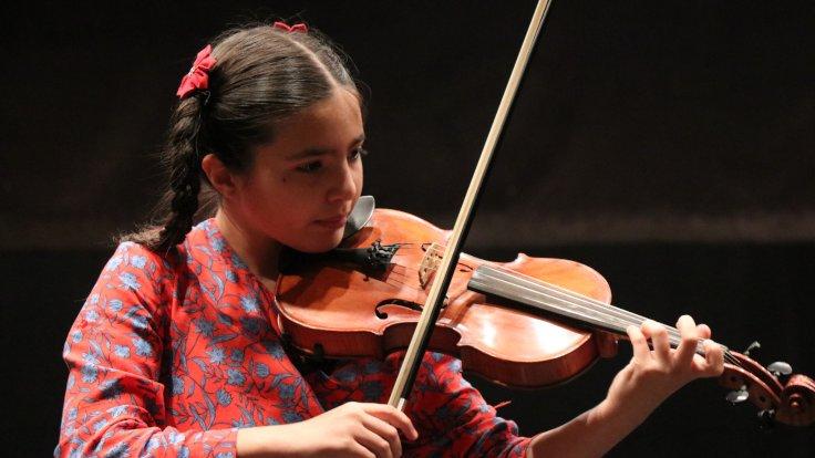 İngiltere Uluslararası Gençlik Müzik Yarışması'ndan Elif Eroğlu'dan birincilik