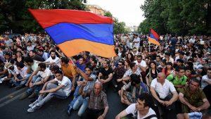 Ermenistan'da erkeklerin ülke dışına çıkması kısıtlandı