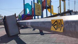 10 yaşındaki çocuğun üzerine elektrik direği devrildi: Feci şekilde can verdi