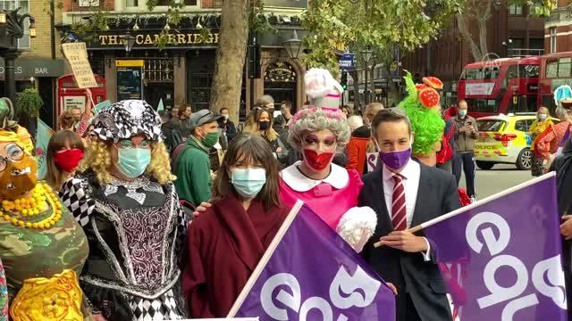 İngiltere'de etkinlik sektörü çalışanları protesto düzenledi