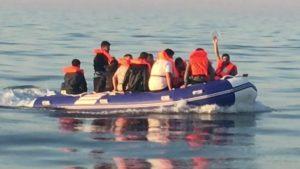 The Telegraph: Fransız donanması göçmenleri Manş Denizi'ne itiyor