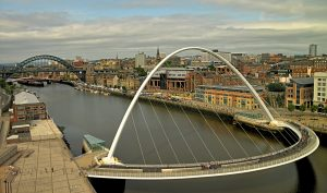 Kuzey İngiltere'de artan kovıd-19 vakaları nedeniyle yeni kısıtlamalar uygulanacak