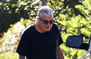Parkinson'a yakalanan Ozzy Osbourne bastonla görüntünlendi