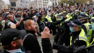 İngiltere'de karantina protestosuna polis müdahalesi