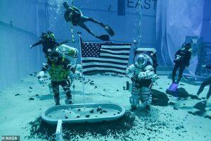 NASA yeni 'Ay' kıyafetlerinin testine başladı