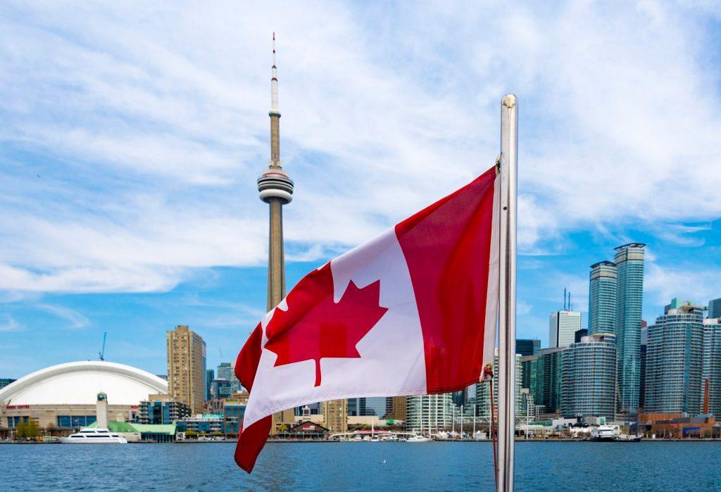 Kanada'da tek kullanımlık plastik malzemelere yasak getirildi