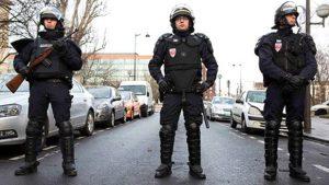 Paris'te bir kişi başı kesilerek öldürüldü, polis salgırganı vurarak etkisiz hale getirdi